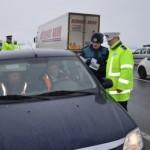 Poliția Sebeș a întocmit dosare penale pentru un conducător auto fără permis și cumnatul său care i-a încredințat mașina cu bună știință