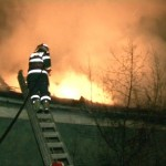 Ieri la Șugag, acoperișul unei care a ars în proporție de 80% datorită coșului de fum deteriorat