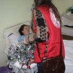 Crucea Roșie a oferit flori pentru mămicile şi vârstnicele din Sebeş