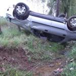 Un șofer aflat în stare de ebrietate, s-a răsturnat cu mașina după ce a lovit un podeț situat între Petreşti şi Sebeş