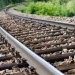 Polițiștii au surprins doi bărbați din Sebeş cu 8 traverse de cale ferată furate de pe raza localității Petrești