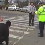 Pensionar din Sebeș acroșat de un autoturism în timp ce traversa strada pe trecerea de pietoni