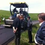 Au fost finalizate lucrările de asfaltare ale DJ 107B care face legătura între Roșia de Secaș și județul Sibiu