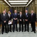 Deputatul Ioan Dârzu și primarul Sebeșului Alexandru Dăncilă prezenți la semnarea contractului între Daimler AG şi Ministrul Dan Şova
