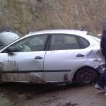 Un autoturism a ratat curba și s-a izbit de stânci în zona Șugag