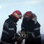 Intervenție a pompierilor militari din Sebeș, după ce mai mulți baloți de cânepă au luat foc la Pianu de Jos