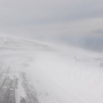 Un microbuz cu turişti străini a rămas blocat pe DN 67C – Transalpina, din cauza viscolului