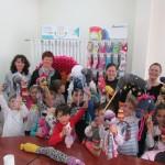 """Preșcolarii de la Grădiniţa """"ONISIM"""" din Petreşti au participat la """"Atelierul creativ de reciclare a şosetelor"""" organizat de Ciserom"""