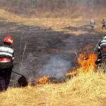 Incendiu de vegetație uscată izbucnit la Cunța lichidat de pompierii din Sebeș