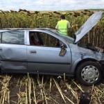 Autoturism sustras și abandonat pe câmp de către un tînăr din Lancrăm