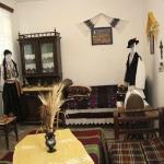 Cultura tradiţională, o adevărată artă: comuna Şpring îşi conservă valorile într-un mic muzeu etnografic