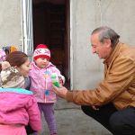 """O mamă cu 3 copii doarme """"cu stafiile în casă"""", într-o anexă de doar 15 mp la Sebeș"""