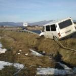 Un microbuz care transporta persoane a ajuns în șanț, pe DN7, între Sebeș și Vințu de Jos