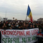 Astăzi la Sebeș are loc un nou miting împotriva Kronospan. Protestatarii cer relocarea fabricii de formaldehidă