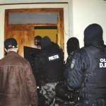 Locuința unui recidivist din Sebeș percheziționată de polițiști. Acesta este acuzat că ar fi dat mai multe spargeri
