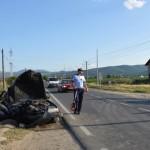 Două persoane rănite, după ce un autoturism a intrat într-un cap de pod între Sebeș și Petrești