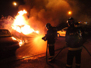 masina-incendiu-pompieri