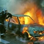 Intervenție a pompierilor militari din Sebeș, după ce un autoturism a luat foc pe DN 7, la Balomir