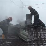 Intervenție a pompierilor din Sebeș după ce coșul de fum al unei case a luat foc