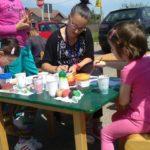 Workshop de încondeiat ouă din lemn organizat de Kronospan Sebeş