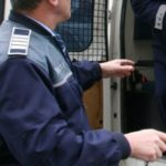 Tânăr de 29 de ani reținut de polițiști după ce a sustras un televizor dintr-un apartament din Sebeș