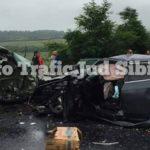 Un bărbat și-a pierdut viața, iar alte patru persoane, între care doi copii, au fost rănite în urma unui accident rutier petrecut pe DN1, la Apoldu de Sus