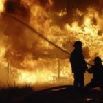 Intervenție a pompierilor militari din Sebeș, pentru stingerea unui incendiu izbucnit la acoperișul unui imobil situat pe strada Vârtop, din Vințu de Jos