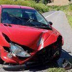 Accident rutier la Șpring provocat de buruienile imense crescute pe marginea DJ 106