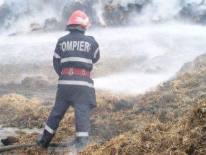 pompieri-incendiu-baloti-paie