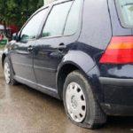 Doi tineri din Vințu de Jos cercetați pentru distrugere după ce au spart cauciucurile unui autoturism