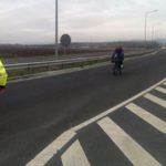 Cetățean american amendat de polițiștii rutieri după ce a fost surprins circulând cu bicicleta pe Autostrada A1