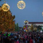 Primăria Sebeș a împărțit 1.700 de pachete cu dulcuri copiilor și a oferit un veritabil concert de colinde tradiționale românești sebeșenilor