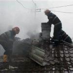 Intervenție a pompierilor din Sebeș pentru stingerea unui incendiu izbucnit la un imobil din Petrești, cauzat de un scurt-circuit la instalația electrică
