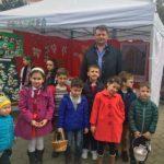 Primarul Dorin Nistor a dăruit sute de mărţişoare, însoţit de un grup de elevi de la şcolile sebeşene