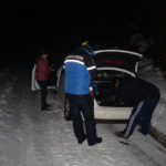 Trei adulți și doi minori, rămași blocați în zăpadă pe DN 67C – Transalpina, salvați de jandarmii montani și lucratori ai Salvamont Alba