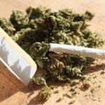 Condamnare de 2 ani și 6 luni de închisoare su suspendare pentru un tânăr din Sebeș, acuzat de trafic de droguri