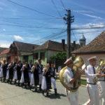Paradă a portului popular la Petrești, de Ziua Universală a Iei