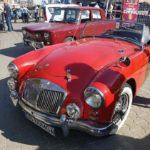 """Parada și automobilele de epocă prezentate în cadrul evenimentului """"Retromobil vine în orașul tău"""", i-au încântat pe locuitorii Sebeșului"""
