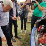 Prezent ieri la Loman, Ministrul Agriculturii, Petre Daea și-a cumpărat ceapă roșie de Pleș și a gustat din bunătăți tradiționale