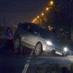 Un autoturism a ajuns în șanț, după ce șoferul a ratat intrarea pe un podeț amplasat la intrarea în Sebeș