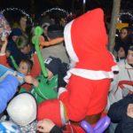 În cursul serii de ieri, 20 decembrie 2017, Moș Crăciun s-a întâlnit cu copii în Parcul Tineretului din Sebeș