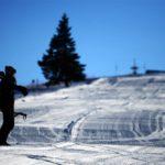 Zăpadă din belșug pe pârtiile de la Șureanu. Iubitorii sporturilor de iarnă se pot bucura de condiții neașteptat de bune pentru această perioadă