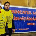 """O delegație a SLI Sebeș participă la pichetul de protest contra comasărilor de școli organizat de FSE """"Spiru Haret"""""""