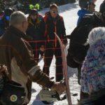 Președintele Klaus Iohannis surprins, din nou, relaxându-se la schi în Munții Șureanu