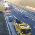 Un camion s-a răsturnat pe Autostrada A1 în zona Pianu, după ce șoferul ar fi adormit la volan
