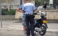 Minor de 16 ani din Sebeș cercetat de polițiști, după ce a fost surprins conducând fără permis un moped neînmatriculat pe strada Valea Sebeșului