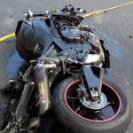 Dosar penal pentru un tânăr de 19 ani din Șugag, după ce a condus fără permis o motocicletă neînmatriculată și a intrat în coliziune cu o autoutilitară