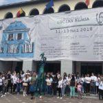 Peste 120 de tineri l-au omagiat pe Lucian Blaga, printr-un flash mob în centrul Municipiului Sebeș