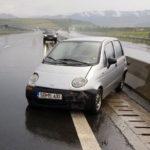 O femeie de 58 de ani din Sibiu a ajuns la spital, după ce a intrat cu mașina în glisiera mediană a Autostradei A1, în apropiere de Săliște