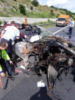 Un tânăr din Alba a scăpat ca prin minune, după ce și-a distrus mașina în totalitate în urma unui accident rutier petrecut pe Autostrada A1, în zona Alciu